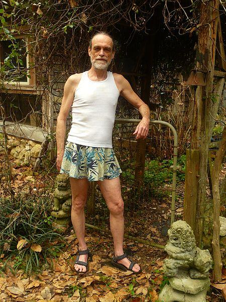 Miesten tulisi käyttää hametta ja mekkoa (koska kullini ei oikeasti mahdu housuihin + housujen historia + tieteellinennäkemys)